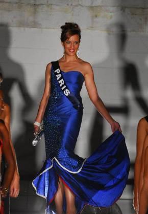 Miss Paris 2009 nue dans Entrevue
