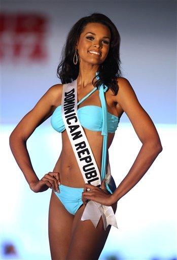 Miss Univers 2009 avec Miss République Dominicaine