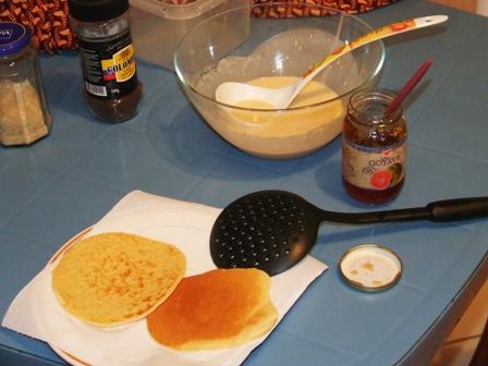 Pancake à la gelée de goyave rose (dessert)