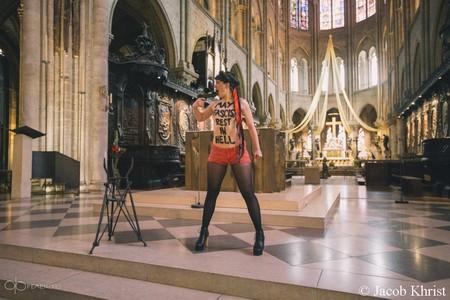 Femen simule un suicide