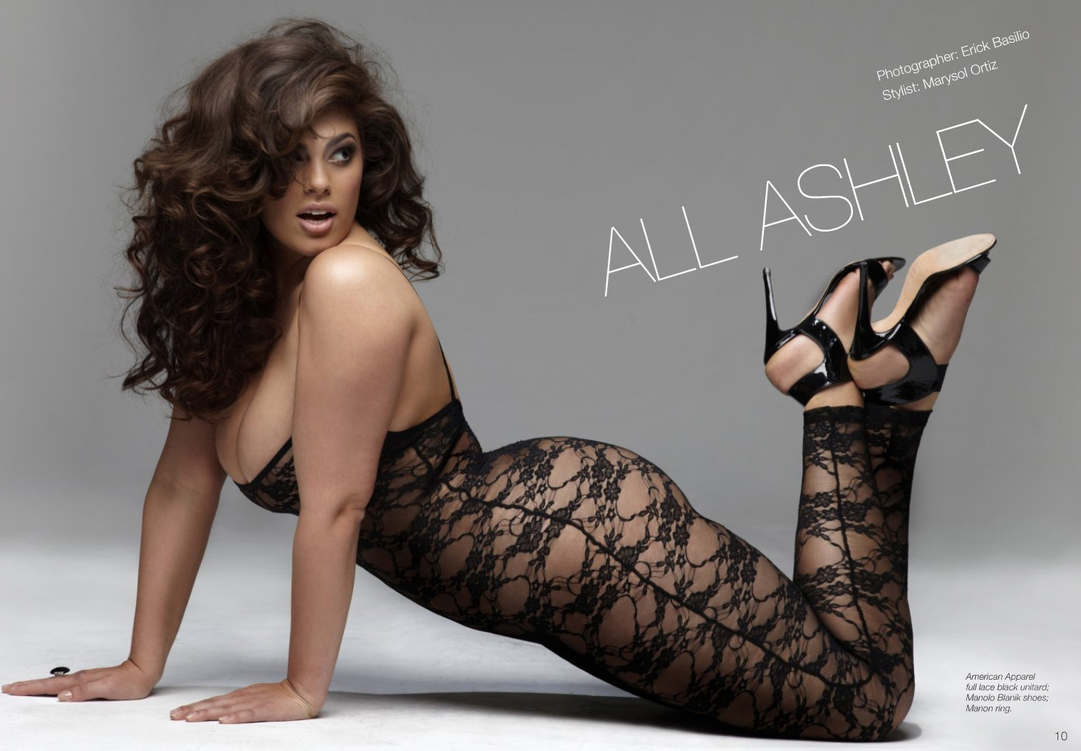 Ashley Graham nue en lingerie transparente